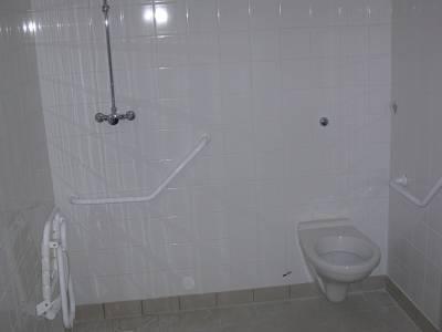Salle de bain pour handicap l 39 internat du lyc e jeanne for Salle de bain handicape