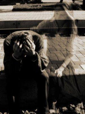 """مَـاأصـعَـب أن تُــودّع إنسَــاناً قَــد أحـبَبـتَـه .. وَالأصـعَــب أن تَبـتَـسِـم لَــهُ وَفــي قَـلبـكَـ صَــوت يَــصـرُخ ..""""لا تَـتركنى... . .!"""