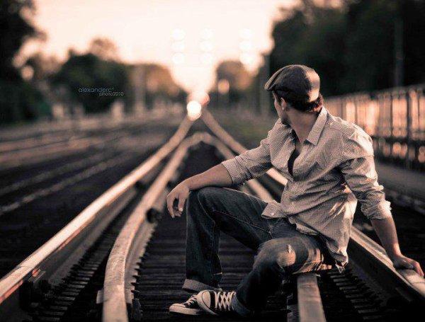 كن قوياً بذاتك وحاول أن تتماسك  حتى لو تخلى عنك من كان يوماً يساندك