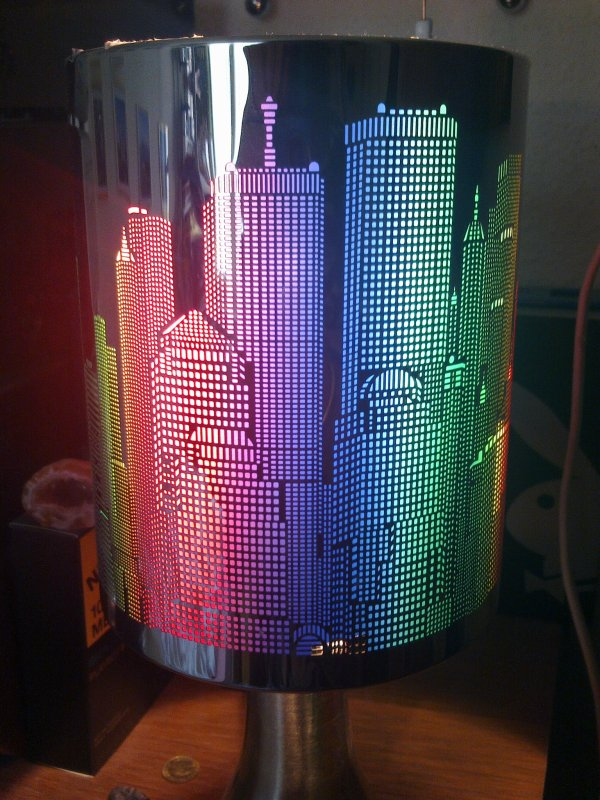 ma lampe de chevet tactile new york que j 39 ai re u pour. Black Bedroom Furniture Sets. Home Design Ideas