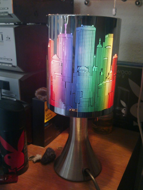 ma lampe de chevet tactile new york que j 39 ai re u pour mon no l 2012 les crayons de jojo. Black Bedroom Furniture Sets. Home Design Ideas
