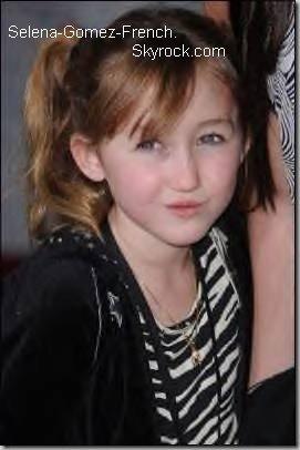 A seulement 10 ans, la petite soeur de Miley Cyrus poursuit sa carrière d'actrice avec une tentative d'intégrer la série Les Sorciers de Waverly Place.Noah Cyrus va peut-être apparaître en guest star dans $ les-sorciers-de-waverly-place$ aux côtés de Selena Gomez. La frangine de Miley Cyrus fait tout pour en tout cas puisqu' elle s'est rendue au casting à Hollywood cette semaine pour postuler à un rôle.Aperçue avec sa maman Tish avant son essai, Noah Cyrus était également accompagnée de sa plus grande soeur, Brandi Cyrus. Alors, un duo Noah/Selena, vous en pensez quoi ?