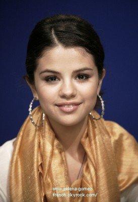 Je vous laisse découvrir un nouveau portrait que Selena à réalisée lors de son récent passage à New-York en Septembre.
