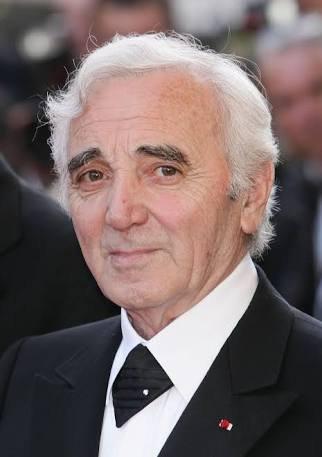adieu Aznavour ...le grand....le maitre c'était une légende ...une icone du monde ....un chanteur de toute les générations ....hommage a l'artiste accompli aimé par le monde entier ...y compris moi...!!