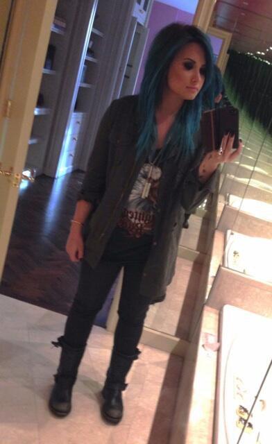 Demi a les cheveux bleu