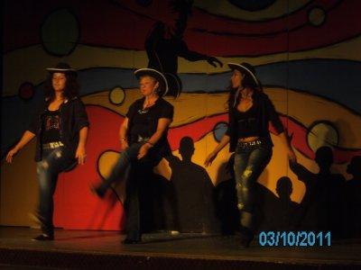 une petite danse lors de mes vacances en Tunisie avec Dreems et Mimi deux annimatrices charmantes