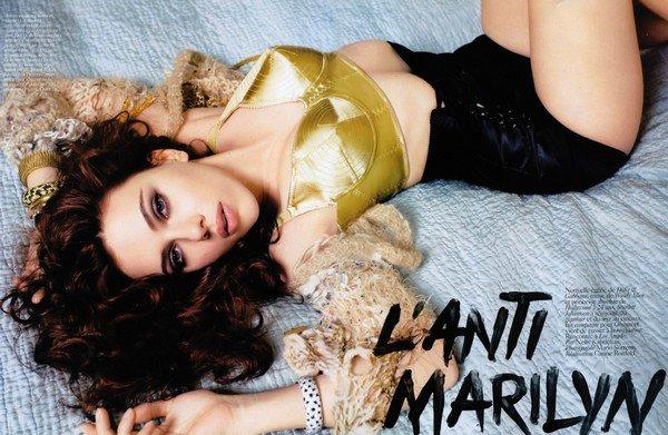 Scarlett fait la couverture du magazine VOGUE - Avril 2009
