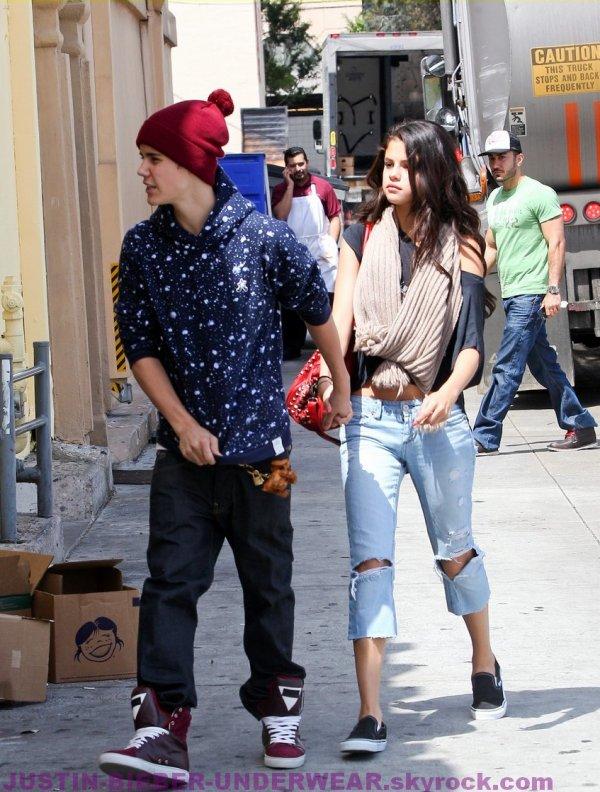 Petit aperçu du boxer gris de Justin Bieber