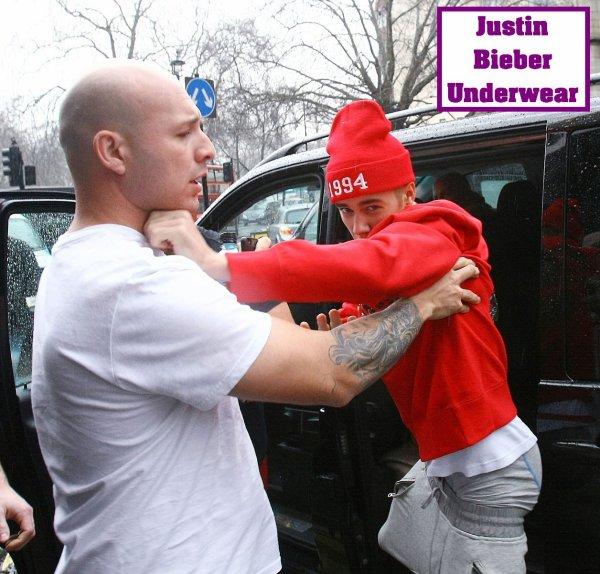 Justin perd son pantalon en plein combat avec un Paparazzi !!!