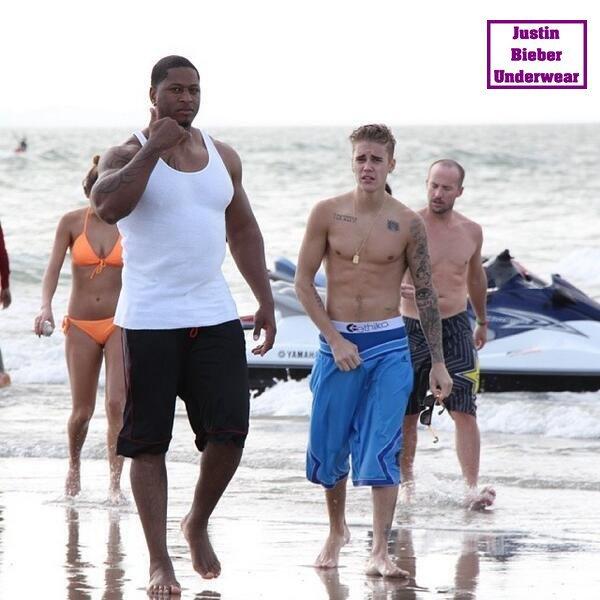 Justin Bieber Ultra SEXY (Boxer Bleu) à la plage de Panama ! Partie 2