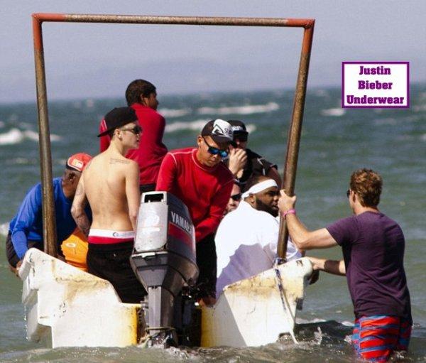 Justin Bieber Ultra SEXY (Boxer Rouge) à la plage de Panama ! Partie 3