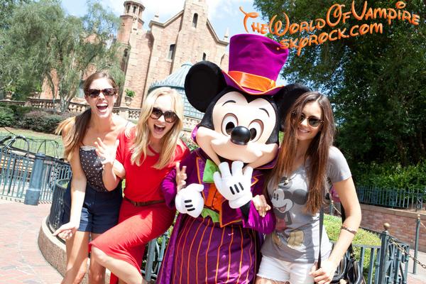 Nina Dobrev, Candice Accola et Kayla Ewell à Disney World en Floride - 01/09