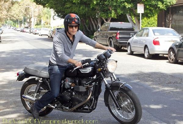 Paul Wesley se rendant à L.A - 25/09