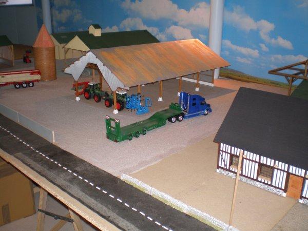 diorama (suite) toiture sur les hangars et bardage du silo