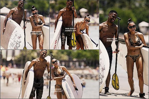* 10/05/13 : Naya et Big Sean se sont rendu sur une      plage pour faire du paddle    durant leur voyage dans  Hawai. *