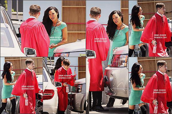 * 28/06/13 :   Naya Rivera était présente aux studios de tournage avec ses co-stars de     Glee  situé   a  Los Angeles. *