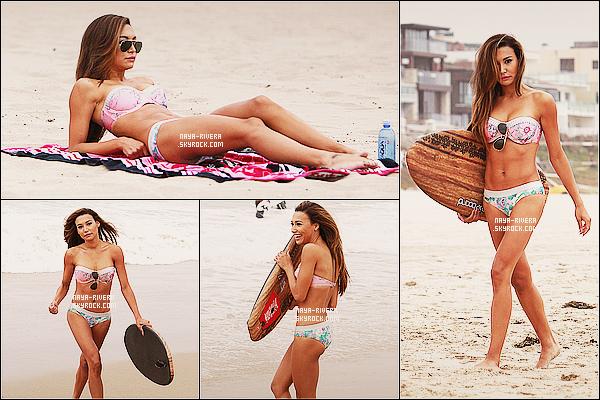 * 27/06/13 : Naya a été aperçu seule prenant le soleil  et aussi prenant du bon temps  sur une    plage     dans  Malibu. *