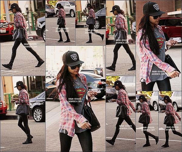 * 02/10/13 :  Naya a été aperçu se rendant dans   un salon de beauté situé  dans les rues de    Beverly Hills. *
