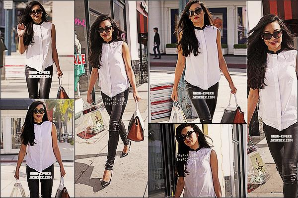 * 15/03/13 :  Naya a été aperçue seule faisant tranquillement  un peu de      shopping     dans les rues de  Los Angeles. *