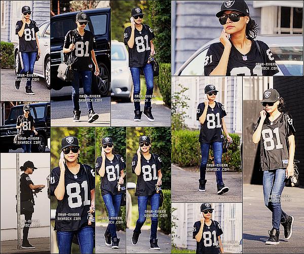 * 10/11/13 : Naya a été aperçue  en tenue des Raiders et également au téléphone  dans les rues de           Los Angeles. *