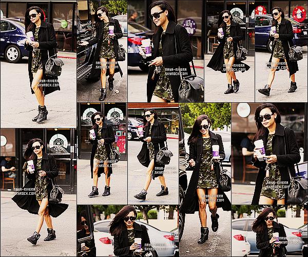 * 20/11/13 : Naya  a été de nouveau aperçue allant se chercher un petit café        dans les rues de  Los Angeles. *