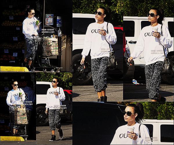 * 15/12/13 : Naya  a été aperçu avec son caddie entrain de faire ses courses au     Food Market    a  Los Angeles. *