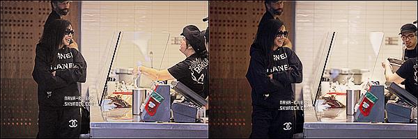 * 29/12/13 : Naya  a été aperçue se rendant chez son  traiteur  du nom de  Chipotle     dans les rues de  Los Angeles. *