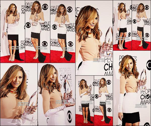 * 08/01/14 : Naya  s'est rendue a la cérémonie  annuelle des    People's Choice Awards    situer a   Los Angeles. *