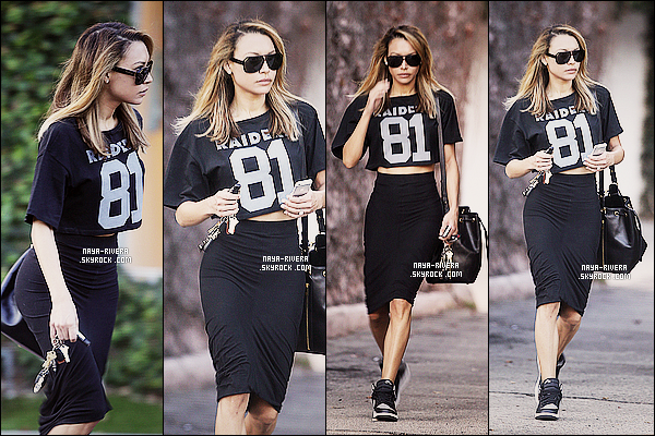 * 27/01/14 : Naya  a été aperçu avec son téléphone a la main lorsqu'elle quittait un studio         dans  West Hollywood. *