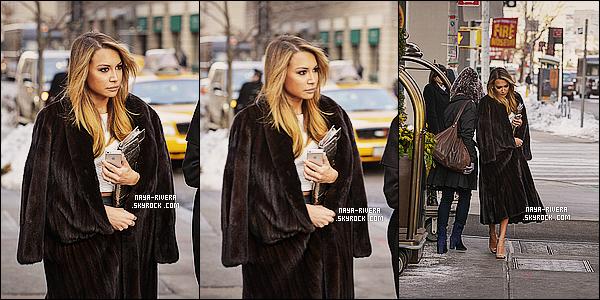 * 08/01/14 : Naya  a été aperçu quittant son hotel pour se rendre au défilé de    Michael Kors situé    a  New York. *