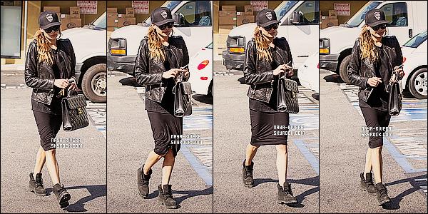 * 24/02/14 : Naya  a été aperçu avec son sac a la main quittant le   West bar     situé dans  West Hollywood. *