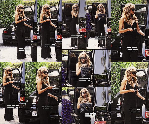 * 29/03/14 : Naya  a été aperçue après avoir quitter les studios de photo pour le magazine   Bango     a  Los Angeles. *