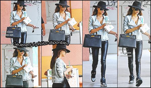 08/05/2014 :Chic, it's freak ♫ Miss Rivera (chapeau sur latête) aétérepéréesortant d'un Starbuck en CA.
