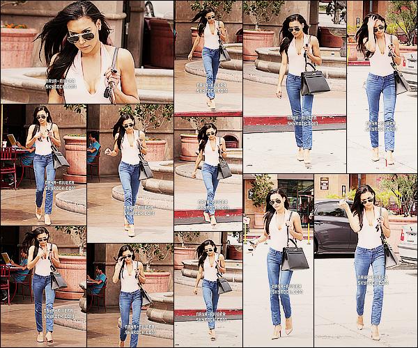 * 26/06/14 : Naya  a été aperçu avec ses lunettes de soleil sur le nez en train de profiter du soleil         a  Los Angeles. *