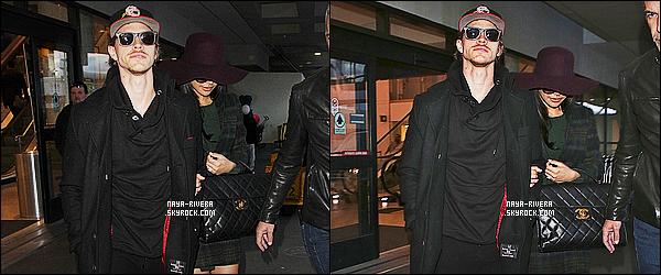 * 02/03/15 :. Naya  a été aperçu en compagnie de Ryan Dosey a l'aéroport  le LAX qui est situé dans Los Angeles.    C'est dans une jolie tenue sombre que l'on retrouve  Naya. La belle est souriante même si elle se cache et le couple est vraiment  mignon  ! *