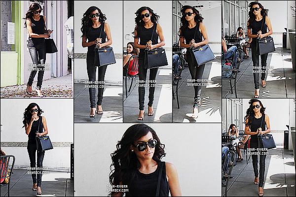 * 28/07/14 : Naya  a été aperçu encore une fois toute  seule alors qu'elle se  baladait  dans les rues de   Los Angeles  Un coup de coeur pour la tenue proposé par Naya. J'aime vraiment tout et en particulier ses cheveux qui sotn juste sublime gros TOP   ! *