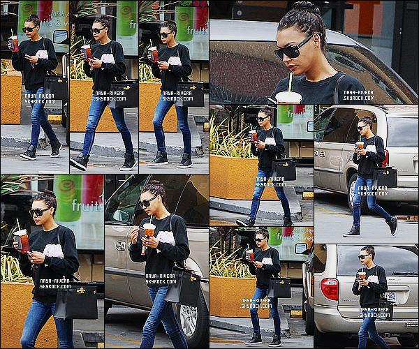 * 03/08/14 : Naya  a été aperçu avec un café dans la main sortant d'un  café local  qui est situé dans   Los Angeles.  Une tenue décontracté mais tout de même acceptable pour Naya. Je ne sais pas ce qu'elle a fait a ses cheveux mais je n'aime pas du tout   ! *