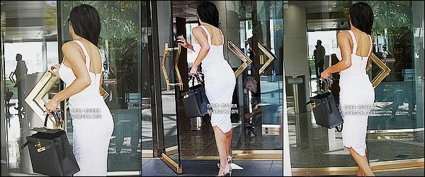 * 13/08/14 : Naya  a été aperçue téléphone a la main au moment où elle quittait un  bureau   situé  à   Beverly Hills.  Le total look blanc va vraiment a merveille a Naya. Je trouve que sa l'illumine et change du noir habituellement utilisé, c'est un vrai top   ! *
