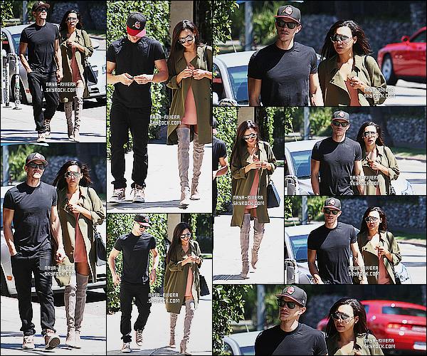 * 21/08/14 :* Naya  a été aperçue avec Ryan  au café le  Birds     pour déjeuné tranquille qui est situé à   Los Angeles.  Naya  a une tenue qui ne me plait pas du tout cette fois. Je n'aime pas vraiment ses bottes et ni son manteau, c'est un FLOP pour le coup   ! *