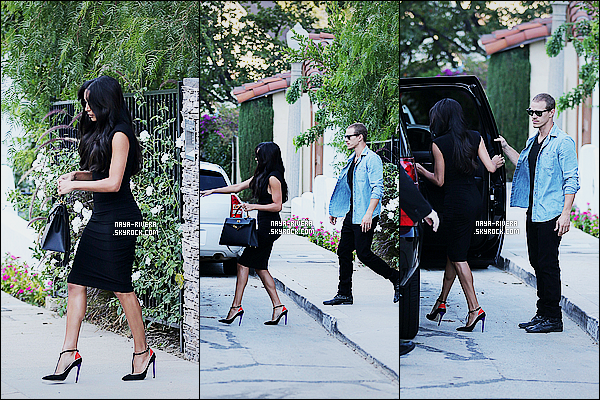 * 26/08/14 : Naya  a été aperçu   en direction de sa voiture pour se rendre au  Chelsea Lately     situé à   Los Angeles.  Naya R. est de sortie de nouveau avec son mari. Elle a une fois de plus été vu habillé dans une tenue noire avec une touche de couleur   ! *
