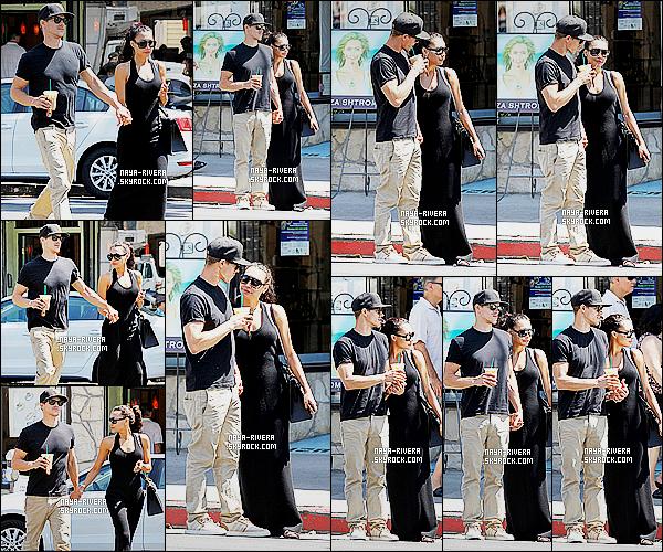 * 06/09/14 : Naya  a été aperçu   en compagnie de Ryan  après un petit déjeuner sortir du  Los Feliz     à   Los Angeles.  Naya  a préféré resté dans une tenue sobre avec des lunettes de soleil  pour cacher  sa fatigue. Le couple semble toujours très amoureux   ! *