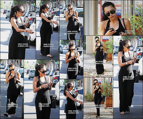* 06/09/14 : Naya  a été aperçue   seule au moment où elle se rendait a son rdv pour le  SPA    situé à   Beverly Hills.  Naya porte une longue robe noire pas très glamour mais en même temps, elle va se détendre au spa donc la tenue a peu d'importance    ! *