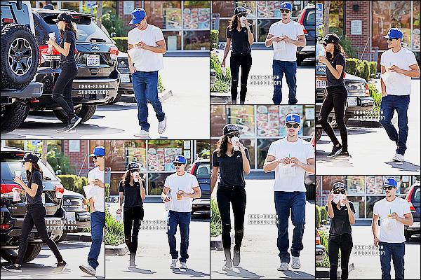 * 25/09/14 :* Naya  a été aperçue   avec Ryan Dorsey après avoir été dans un  Starbucks    local situé dans   Los Feliz.  Naya  ne semble pas du tout contente de voir les paparazzi aujourd'hui, la dernière photo nous le prouve bien pour le coups, dommage   ! *