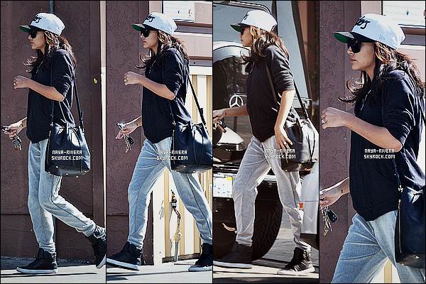* 12/10/14 : Naya  a été aperçue   seule allant faire quelques courses au   Lassens Natural    situé dans   Los Angeles.  On dirait que  Naya part pour faire du sport alors que c'est totalement le contraire. J'aime pas  sa tenue c'est très decevant. C'est un   flop ! *