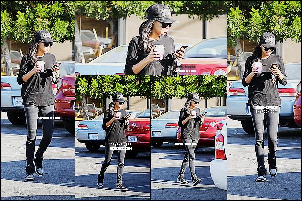 * 23/10/14 : Naya  a été aperçue   seule avec un café en main provenant d'un  Coffee Bean    situé  dans   Los Angeles.  Toute de noire vêtu avec sa fameuse casquette,  Naya n'en reste pas moins magnifique, j'aime beaucoup. C'est donc logiquement un top   ! *