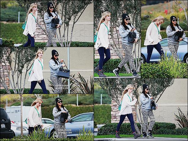 * 17/12/14 :* Naya  a été vu avec une partie du cast de Glee sur le tournage de  la  saison 6  du season final de  Glee.    On ressent la fin de Glee  et on  voit les derniers moment que le cast passe ensemble. Naya a une jolie tenue quand on enlève le manteau ! *