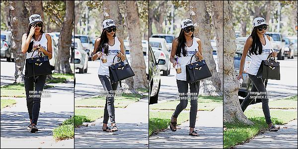 * 05/08/14 : Naya  a été aperçue avec un café en main en train de rentrer chez elle    situé dans   West Hollywood.  Ce style pour Naya n'est pas trop mal mais ce n'est pas ce que je préfère de sa part. Je suis mitigé donc c'est un bof pour cette tenue   ! *