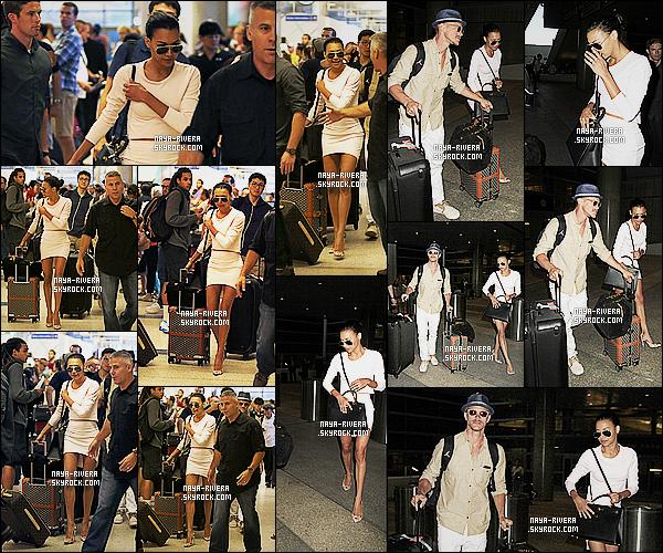 * 26/07/14 : Naya  a été vu de retour de Cabo en compagnie de Ryan Dorsey  a l'aéroport  LAX   situé à   Los Angeles.  Une jolie tenue proposé par Naya simple mais jolie. La belle se cache a travers ses lunettes de soleil sans doute la fatigue après le mariage   ! *