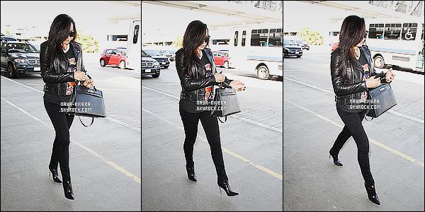 * 16/03/15 :. Naya  a été aperçu seule lorsqu'elle arrivait à l'aéroport le   LAX qui est toujours situé à  Los Angeles.       Naya a beau être une femme enceinte elle n'en reste pas moins magnifique. J'aime  sa tenue malgré qu'elle soit noire l'ensemble est  parfait ! *