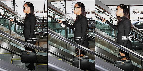 * 23/03/15 :. Naya  a été aperçu une nouvelle fois seule à l'aéroport  le    LAX qui est  toujours situé à Los Angeles.   On voit le ventre de    Naya grossir peu a peu et c'est tout mignon. Par contre au niveau de la tenue je suis un peu déçu de ce look, Bof ! *